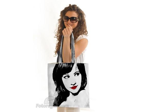 ragazza com shopping bag pop art